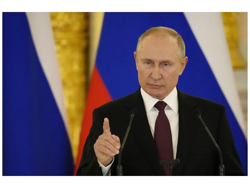 Путин вдига заплатите на военните и полицията