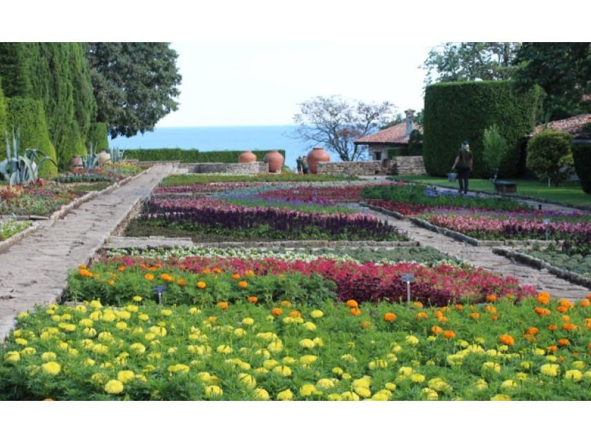 66 години Ботаническа градина в Балчик