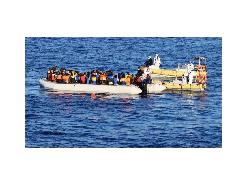 Извадиха телата на 21 мигранти след потъване на лодката им до Тунис
