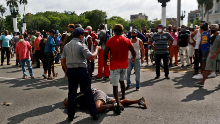 Хиляди излязоха на най-големите протести от десетилетия в Куба